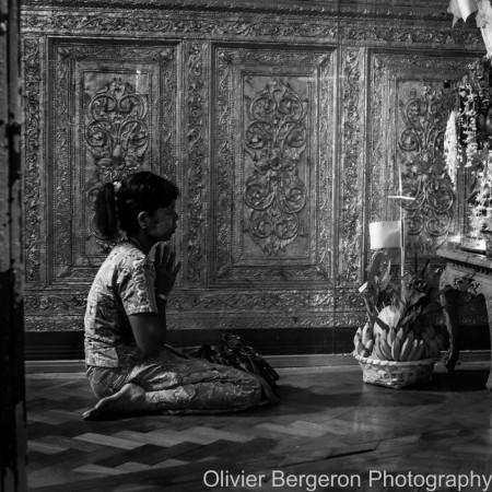 The prayer - Yangon 2012 - Myanmar
