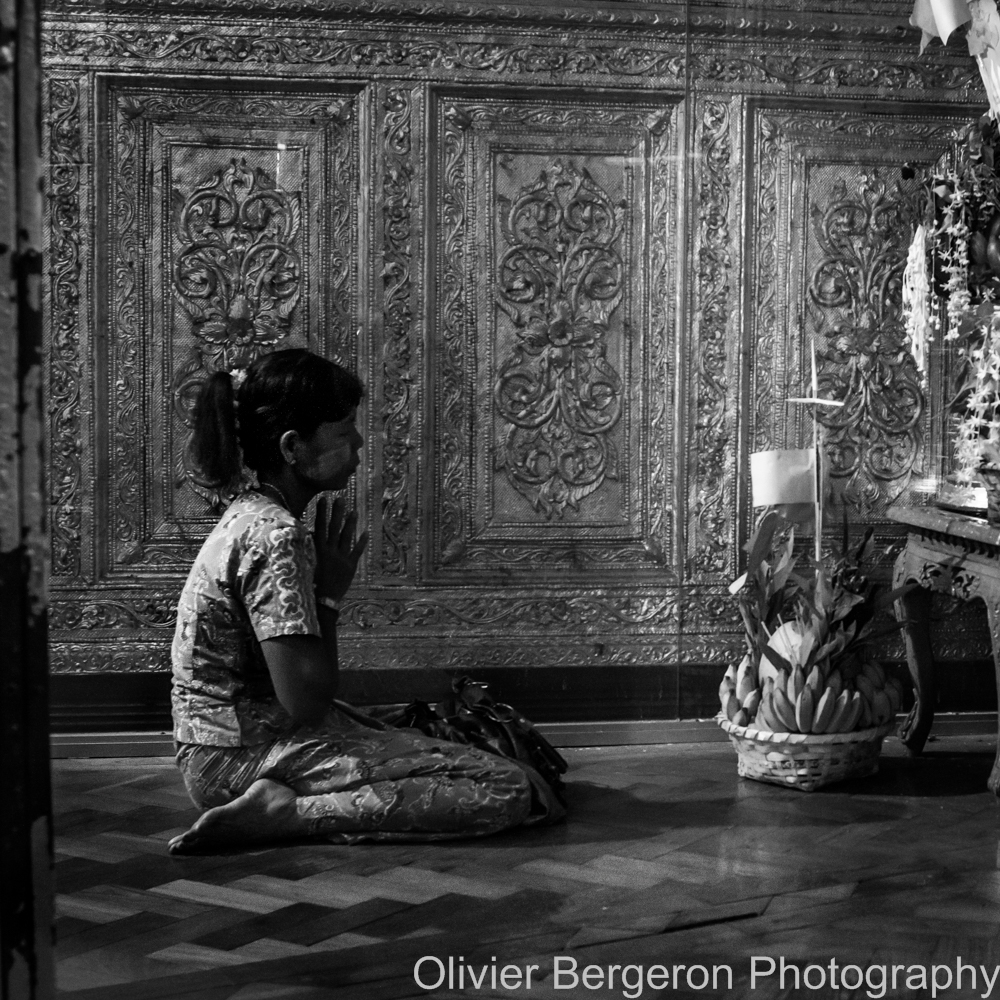 The prayer - Yangon 2012 - Myanmar