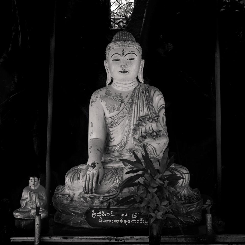 buddha - mahadutiyacetiya - ranong - thailand